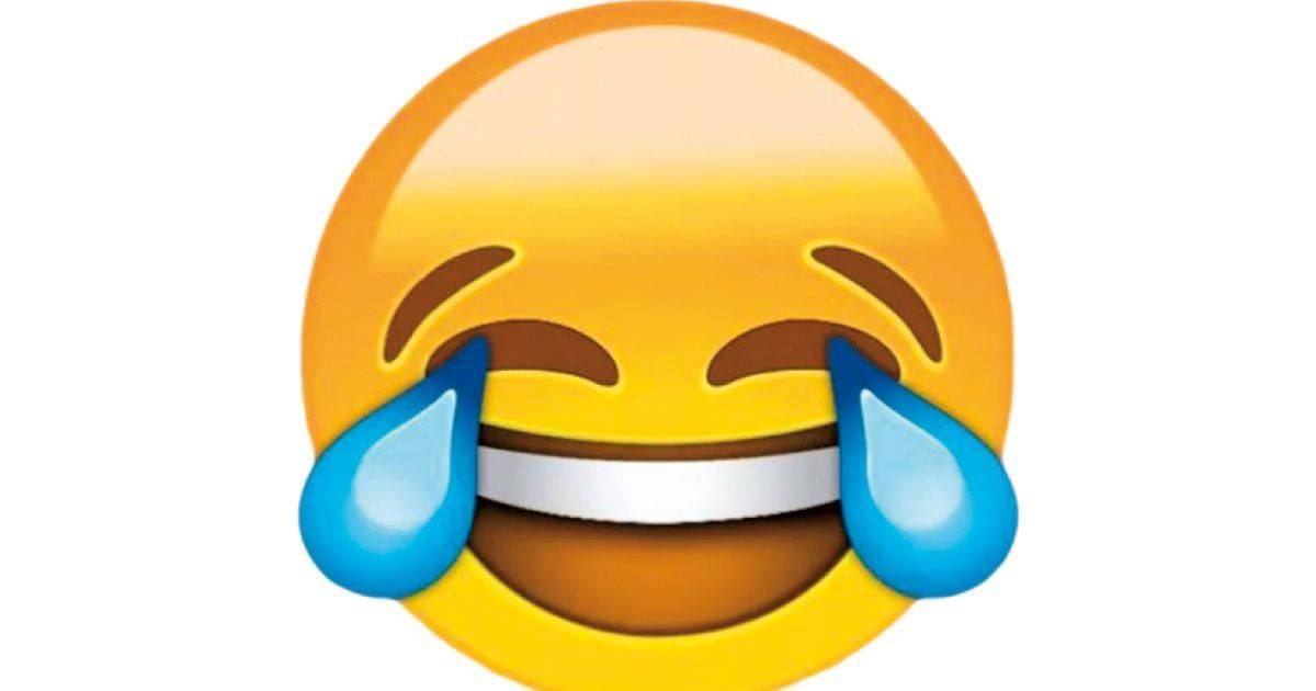 סמיילי צוחק