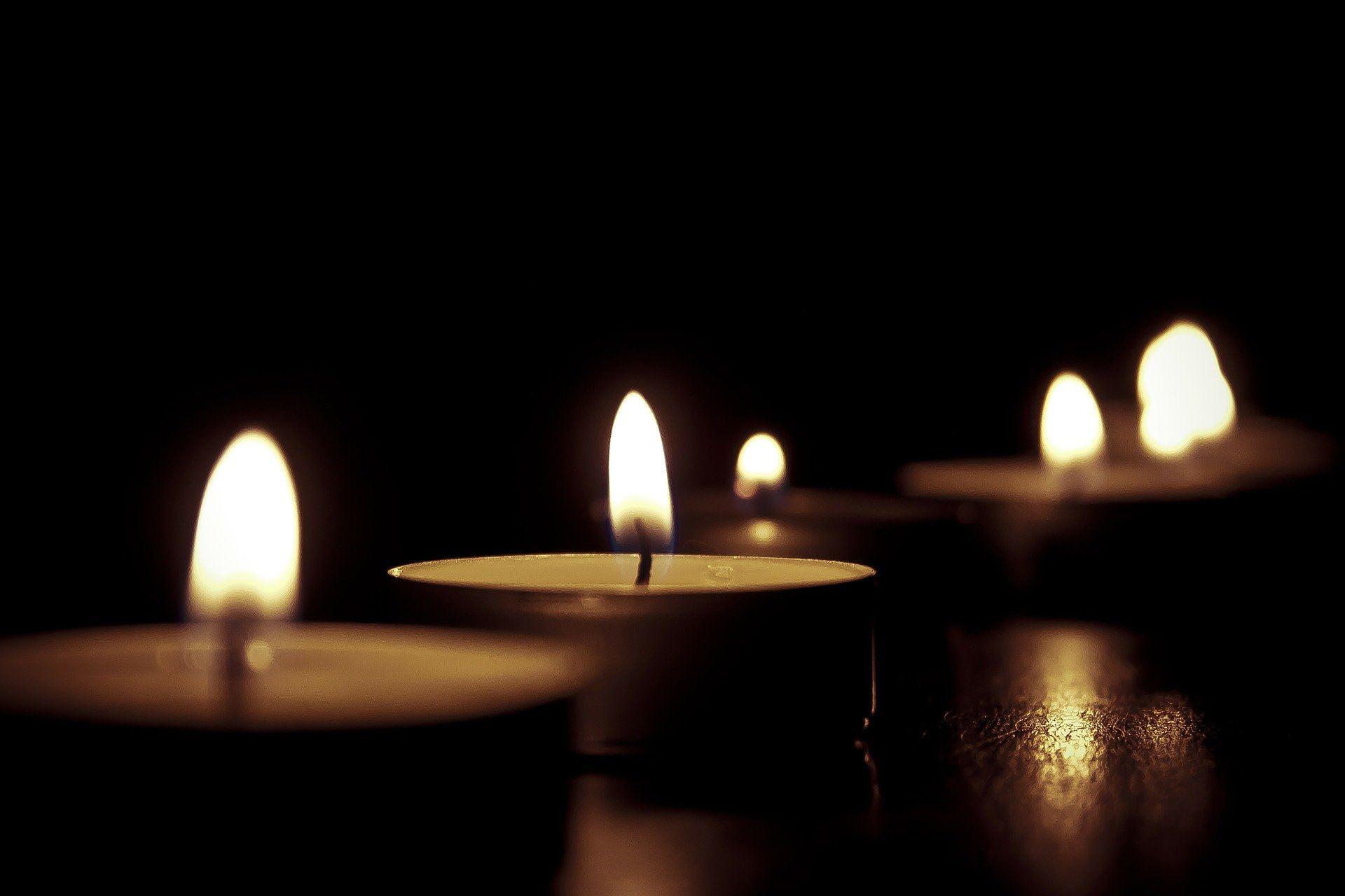 נרות דלוקים