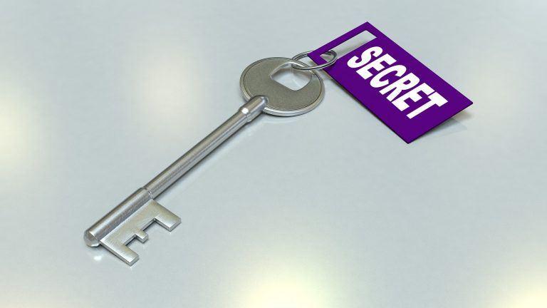 מפתח שמחובר לו המילה סוד באנגלית