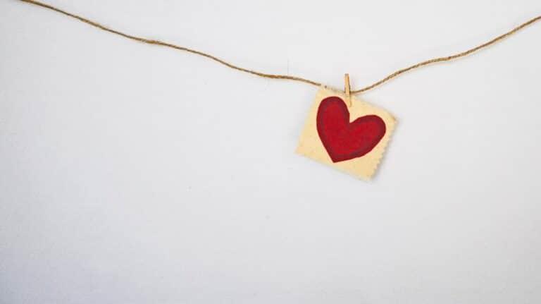 לב תלוי על חוט