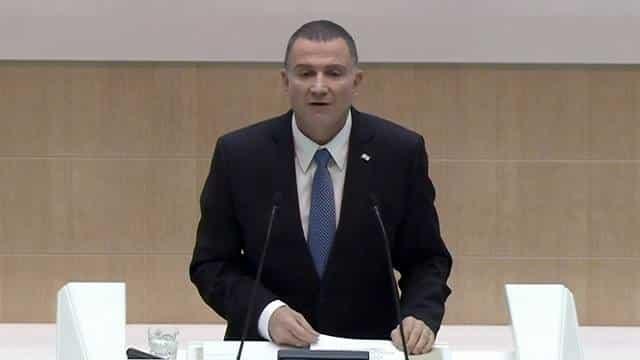 יולי אדלשטיין