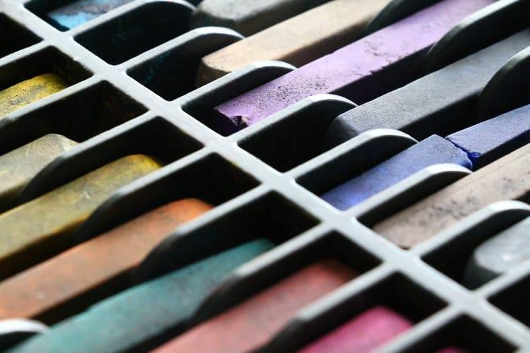 צבעי גיר צבעוניים