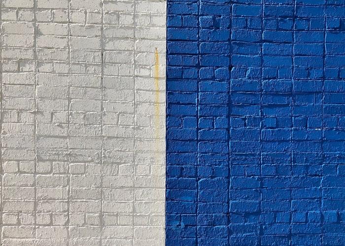 חצי לבן חצי כחול