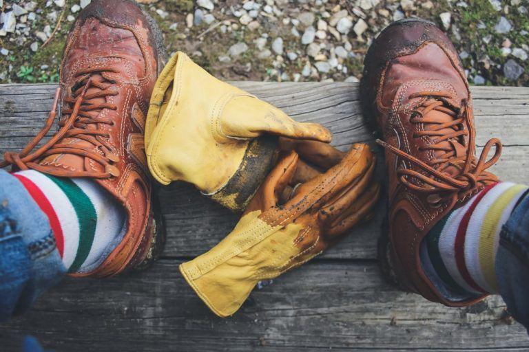 נעלי עבודה וכפפות